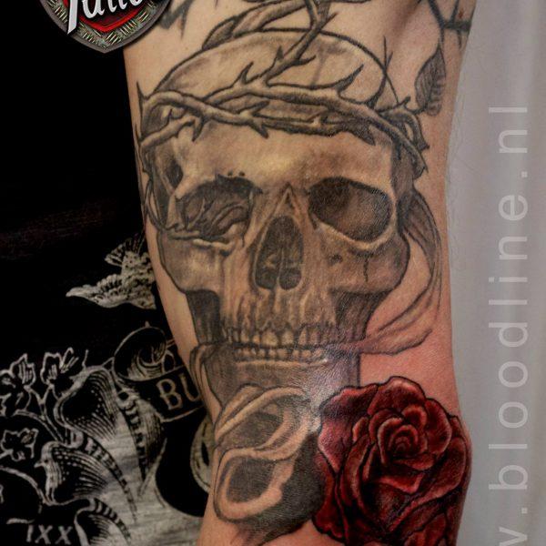 Skull & rose by Bram@bloodlineTattoo.nl